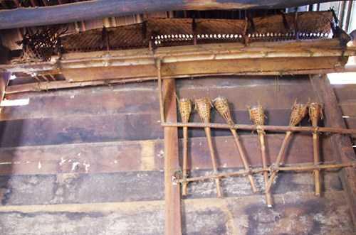 Bàn thờ gia đình ông Hồ Pa Lưi.