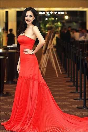 Năm 2012 là năm của Mai Phương Thuý. Cô gây ấn tượng mạnh với khán giả mỗi lần xuất hiện với gu thời trang tinh tế, ngoại hình quyến rũ và vẻ tự tin.