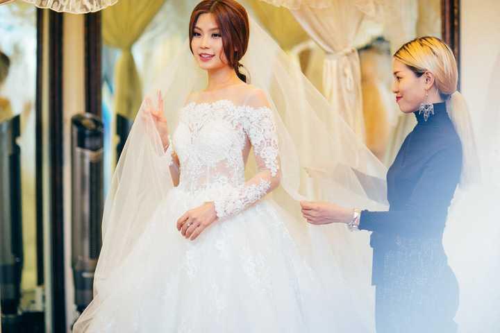 Hiện tại mọi công việc hầu hết đã được cô và ông xã lo lắng chu toàn, Diễm Trang rất vui vì hôn lễ cô có rất nhiều bạn bè ở xa nhưng vẫn sắp xếp về Việt Nam để tham dự.