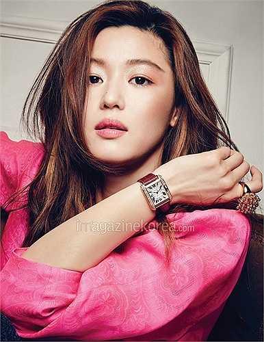 Sohu mới đây công bố Top những nghệ sĩ đẹp nhất thế giới 2015. Jeon Ji Hyun là nữ diễn viên được đánh giá đẹp nhất.