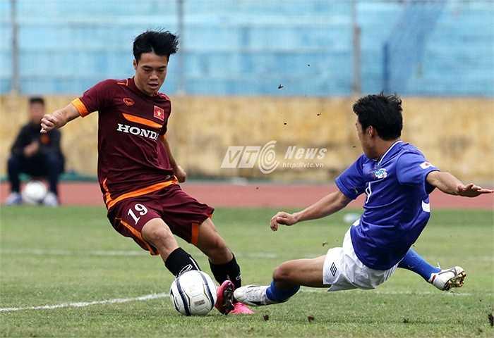 U23 Việt Nam có thêm trận đấu tập với JFL Selection. Ngay sau tiếng còi khai cuộc, U23 Việt Nam tràn lên tấn công phủ đầu. (Ảnh: Quang Minh)