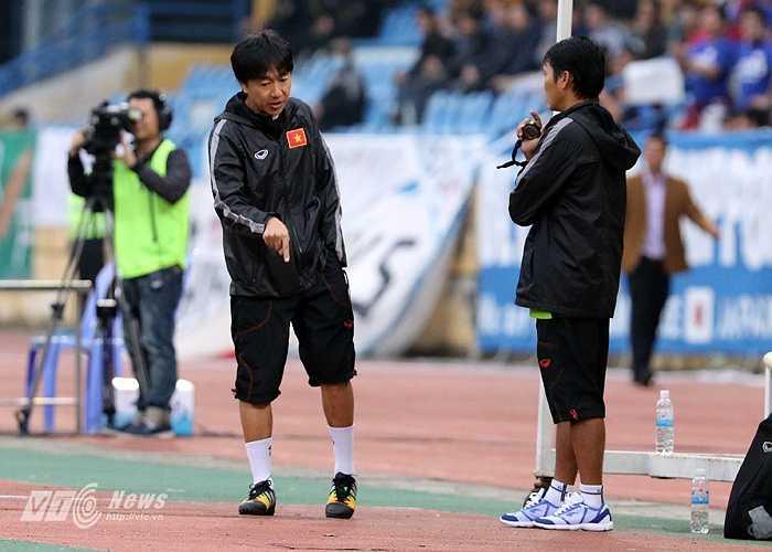 Rút cuộc U23 Việt Nam thua 0-1 trận này. Và cả trong 2 lần gặp nhau, những cầu thủ chuyên nghiệp của Việt Nam đã thua các cầu thủ nghiệp dư Nhật Bản 0-5. (Ảnh: Quang Minh)