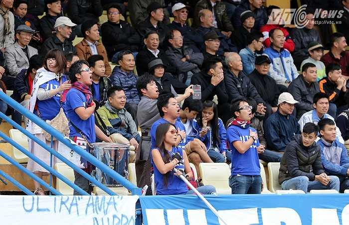 Chỉ là đội bóng hạng 4 nhưng tất cả các vị trí trên sân của JFL Selection đều hơn U23 Việt Nam về kinh nghiệm lẫn bản lĩnh. (Ảnh: Quang Minh)