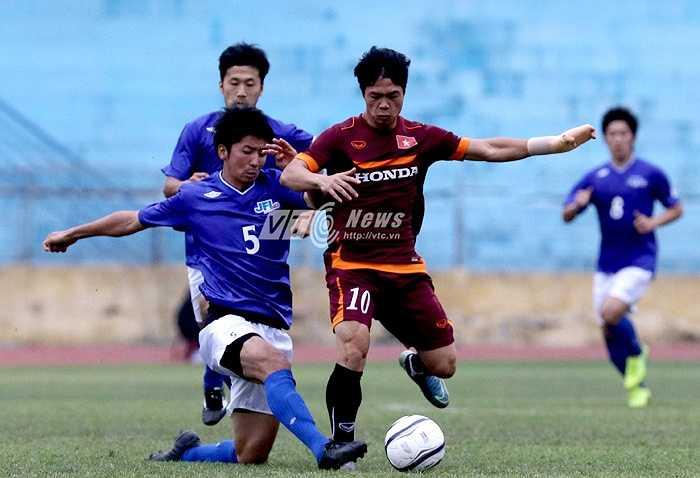 Hiệp 2, lối chơi của U23 Việt Nam không được cải thiện. Công Phượng bị theo sát cộng với việc tay đau đã không để lại dấu ấn. (Ảnh: Quang Minh)