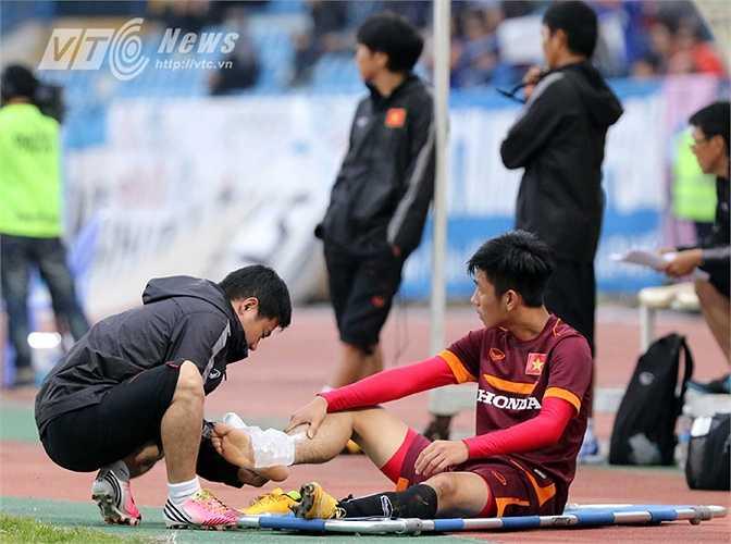 Trong khi đó, tiền vệ Trọng Đại gặp chấn thương. (Ảnh: Quang Minh)