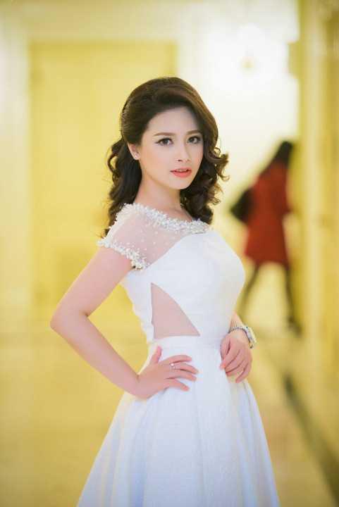 Dương Hoàng Yến đã xuất hiện cùng những ca sĩ được yêu mến tại Hà Nội như Minh Quân, Vũ Thắng Lợi... biểu diễn trong chương trình Tình yêu Hà Nội của những nhạc sĩ gạo cội.
