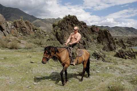 Ông Putin cưỡi ngựa trong một kỳ nghỉ ở nam Siberia năm 2009