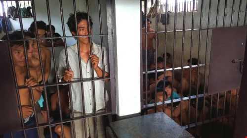 Các ngư dân Việt đang bị tạm giữ tại nhà tù ở Thái Lan - Ảnh: Lam Yên
