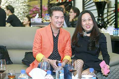 Ông hoàng nhạc Việt Đàm Vĩnh Hưng và nữ đại gia quyền lực Phượng Channel cũng đến tham dự buổi khai trương.