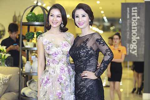 MC Thanh Mai (bên trái) cùng góp mặt trong sự kiện đình đám này.