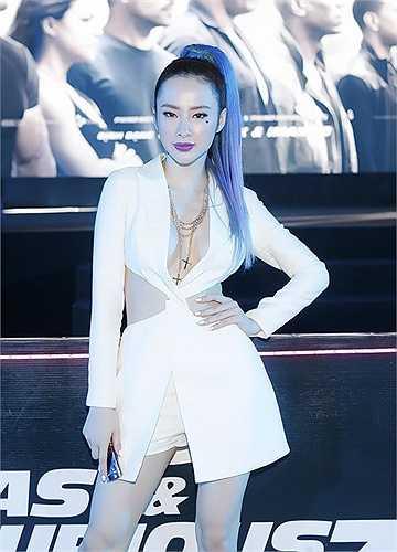 Trong năm qua Angela Phương Trininh bao lần khiến công chúng Việt 'mắt tròn mắt dẹt' vì trang phục siêu nóng bỏng