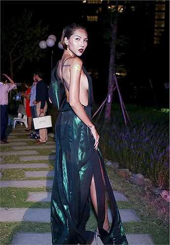 Sở hữu những số đo hoàn hảo với chiều cao1m76 cùng số đo ba vòng80-62-87, không khó hiểu khi chân dài Minh Triệu luôn ưa thích phong cách thời trang gợi cảm