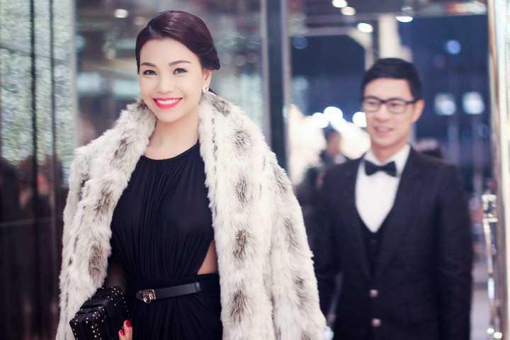 Vừa qua, Trà Ngọc Hằng và MC Anh Quân đã sánh bước cùng nhau tới tham dự sự kiện lớn Society lauching show của tập đoàn JNU Global, một tập đoàn về thương mại và giải trí hàng đầu Hàn Quốc, với tư cách gương mặt đại diện tại thị trường Việt Nam.