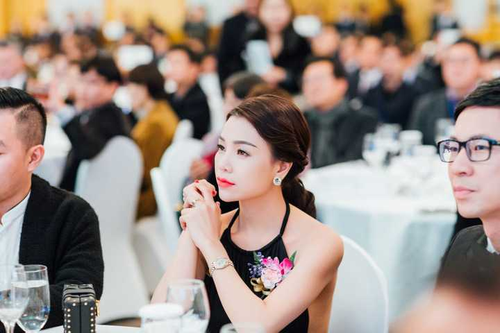 Sự kiện có sự tham gia của các vị khách mời đến từ 8 quốc gia trên thế giới. Cả hai đã được đón chào nồng nhiệt, và được vinh dự mời bắt băng khai trương ra mắt sản phẩm mới cùng những người lãnh đạo cao nhất tập đoàn.