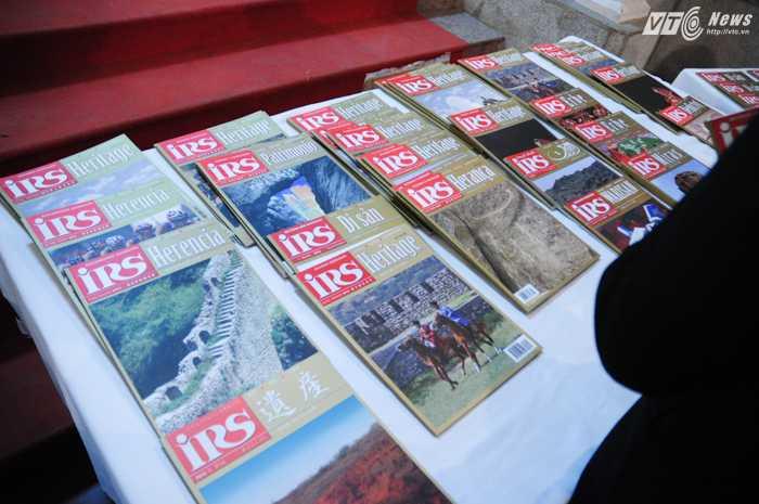 Tạp chí IRS được xuất bản 2 lần mỗi năm - Ảnh: Tùng Đinh