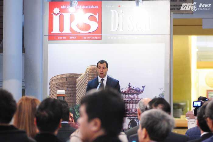 Đại sứ Azerbaijan tại Việt Nam Anar Imanov phát biểu trong lễ ra mắt số đầu tiên IRS tiếng Việt - Ảnh: Tùng Đinh