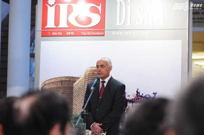 Tổng biên tập tạp chí IRS Musa Mardzanli trong lễ ra mắt - Ảnh: Tùng Đinh