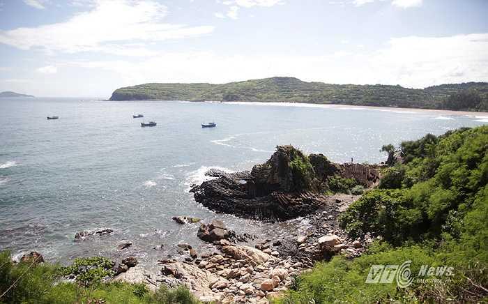 Ghềnh Đá Dĩa là một danh thắng thiên nhiên kỳ thú về địa chất ở Việt Nam. Thắng cảnh này nằm tại xã An Ninh Đông, huyện Tuy An, tỉnh Phú Yên.