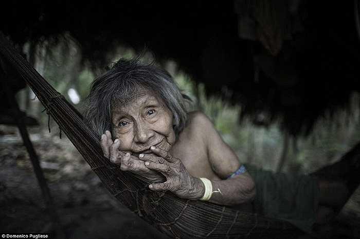 Khoảng 500 năm trước đây, có tới hàng chục ngàn người Awa sinh sống trong khắp các khu định cư ở Maranhao, nhưng đến nay con số này chỉ còn 300 người