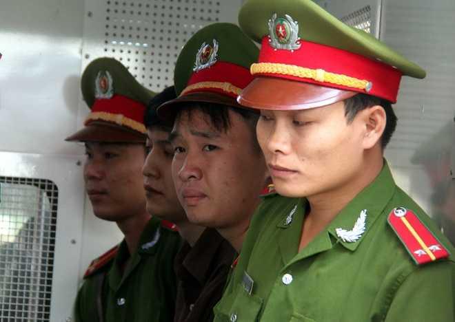 Sau 12 giờ ở tòa với đầy sắc thái, Nguyễn Hải Dương được dẫn giải về trại giam. Trong vòng 15 ngày Dương có quyền viết đơn kháng cáo gửi TAND tối cao.
