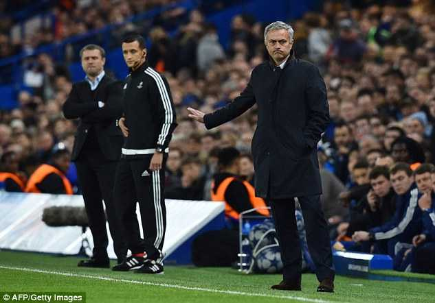 HLV Mourinho bị sa tải