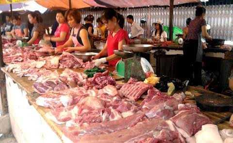 Nhiều gia đình ở Hà Nội không dám đi chợ vì sợ mua phải thực phẩm độc hại