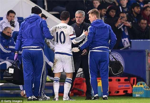 'Hazard tự ý cho phép mình rời sân', Mourinho nói về học trò ở trận đấu cuối cùng của ông tại Chelsea. Trận đó, Chelsea thua Leicester 1-2.
