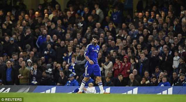 Diego Costa bị CĐV chế giễu khi rời sân