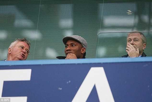 Hiddink được Chelsea bổ nhiệm vào ghế nóng. Drogba có thể làm trợ lý cho HLV người Hà Lan