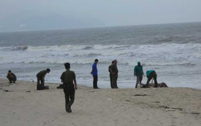 Thi thể cụ bà được phát hiện bên bờ biển (Ảnh minh họa)