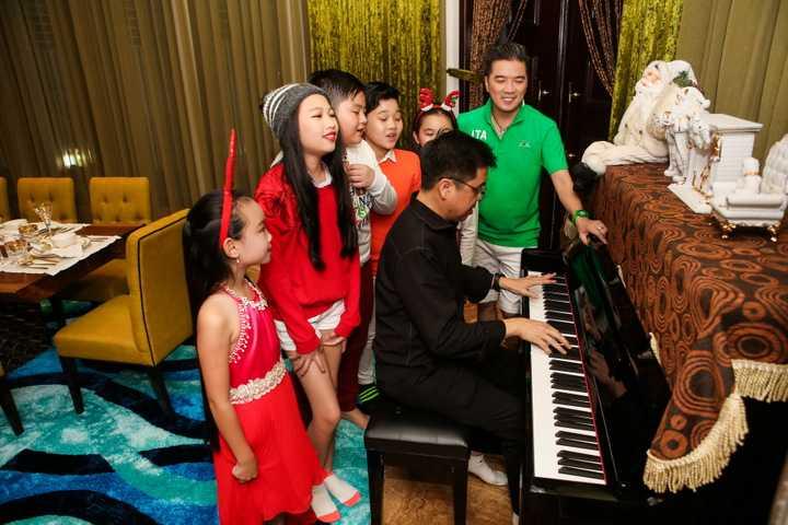 Đây được xem như là món quà Ông hoàng nhạc Việt dành tặng cho những khán giả nhân dịp Noel và năm mới sắp đến.