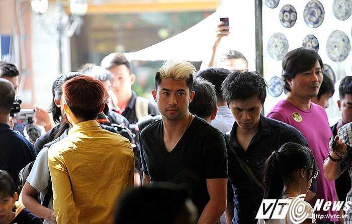 Nhân kì nghỉ tại Việt Nam, Lee Nguyễn tổ chức buổi gặp mặt truyền thông, người hâm mộ thay lời cảm ơn tất cả đã theo dõi những hành trình của anh tại Mỹ