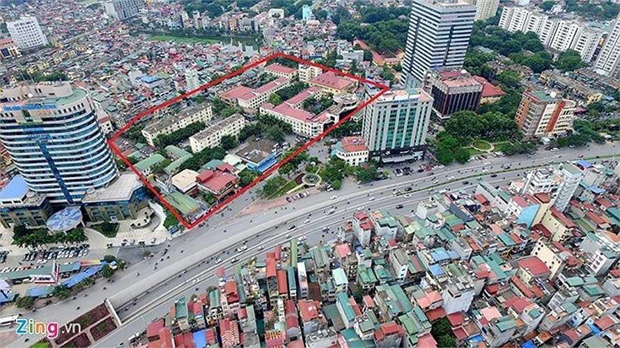 Khách sạn Kim Liên nằm ở khu đất vàng trung tâm thành phố Hà Nội. Một tuần trước khi phiên đấu giá cổ phần Công ty cổ phần du lịch Kim Liên (SCIC), nhiều doanh nghiệp đã đăng ký tham gia.