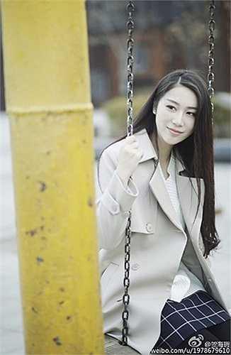 Vẻ đẹp dịu dàng, đằm thắm của cô nữ sinh 9X xinh đẹp được xem là 'của lạ' trong thế giới mạng Trung Quốc đang tràn ngập hình ảnh những cô nàng hở hang, nóng bỏng hiện tại.