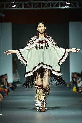 Lấy cảm hứng từ nghệ thuật dân gian, lễ hội, phong cách và họa tiết của nhiều dân tộc trên thế giới, NTK trẻ Phạm Thanh Huyền đã thiết kế bộ sưu tập thời trang ấn tượng.