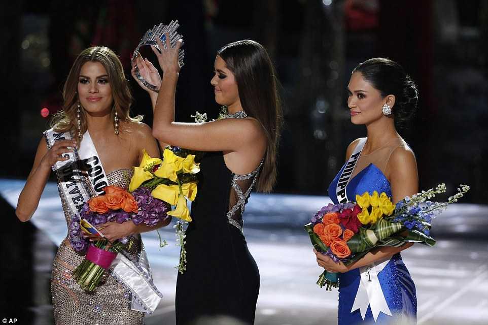 Khoảnh khắc gây tổn tương cho Adriadna khi vương miện bị lấy lại để trao cho Phillipines