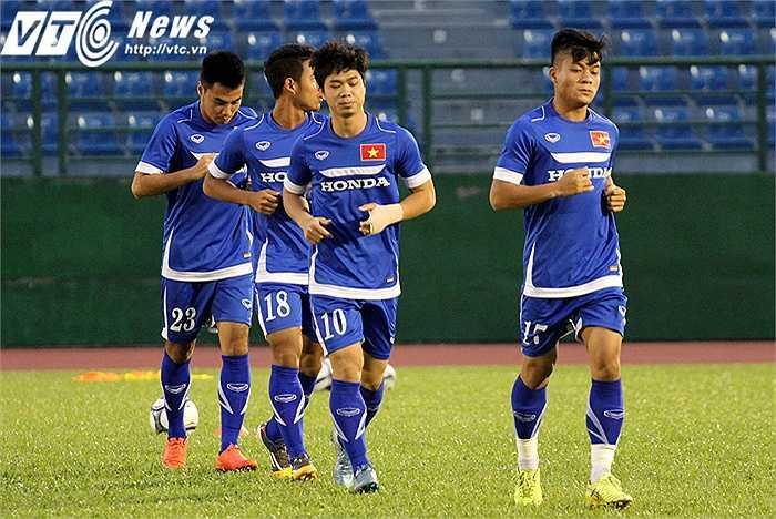 Chiều tối nay, U23 Việt Nam có buổi tập thứ 2 tại sân Gò Đậu (Bình Dương). Khối lượng tập tương đối nhiều khi HLV Miura yêu cầu các cầu thủ chơi bóng nhanh, ít chạm, liên tục trong không gian hẹp