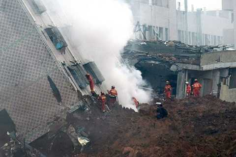 Kết quả điều tra ban đầu cho thấy khu công nghiệp Quang Minh có nhiều vi phạm an toàn xây dựng nhưng vẫn được chính quyền địa phương cấp phép