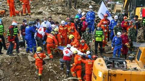 Gần 2.000 nhân viên cứu hộ thuộc nhiều lực lượng được điều đến hiện trường