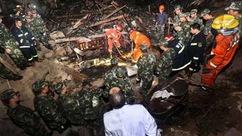 Nguồn tin địa phương nói có hàng trăm người mắc kẹt, nhưng chính quyền Thâm Quyến cho rằng chỉ có hơn 20 người bị kẹt trong đất đá