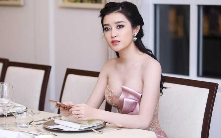 Sau sự kiện, Huyền My nhanh chóng về khách sạn nghỉ ngơi, trước khi về Hà Nội sớm vào sáng hôm sau.