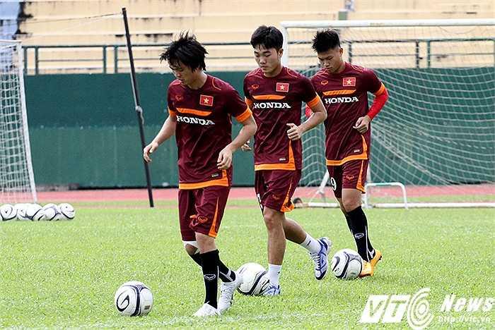 Sau ngày tập luyện hôm qua, U23 Việt Nam đón thêm 2 ca bị đau mới là Văn Toàn và Đông Triều. Trong khi đó, Tuấn Anh, Xuân Trường, Văn Thành chỉ mới bắt đầu tập nhẹ với bóng