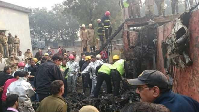 Hiện trường vụ tai nạn rơi máy bay ở Ấn Độ