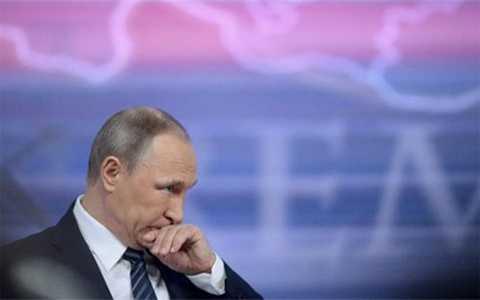 Tổng thống Nga Putin nói trên kênh truyền hình Rossiya (Ảnh AFP)