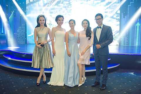Nhiều nghệ sĩ tên tuổi của showbiz Việt cũng góp mặt trong sự kiện này.