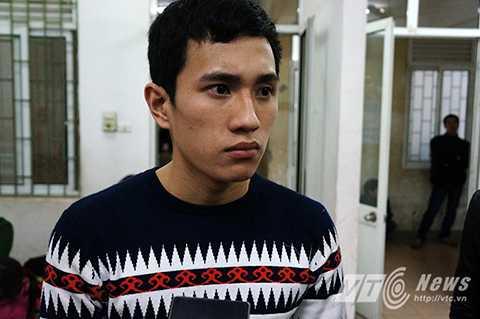 Em Trần Xuân Chính, một trong những người may mắn khi chỉ bị thương nhẹ kể lại thời khắc kinh hoàng khi chứng kiến hàng chục người bị thương nằm la liệt trên thảm cỏ