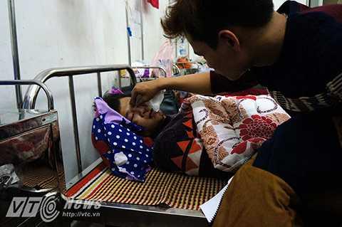 Bạn của Chính, em Trang Xuân Mạnh bị chấn thương sọ não nhẹ và hiện đang được tích cực cứu chữa tại bệnh viện Đa khoa tỉnh Vĩnh Phúc.