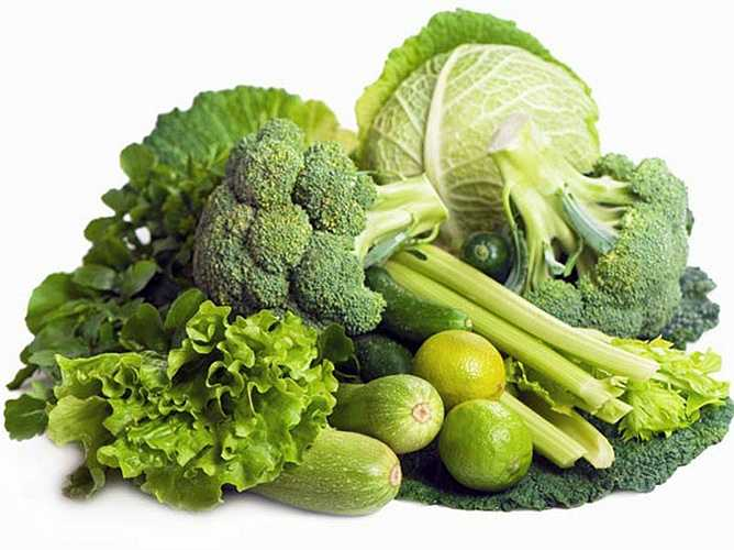 Rau có lá xanh: lá xanh rất giàu vitamin và protein. Sự kết hợp của 2 chất này trong một thực phẩm sẽ tăng cường năng lượng cho bạn, do đó làm cho bạn tập luyện hiệu quả hơn. Do đó, hãy ăn rau lá xanh trong mùa đông này.