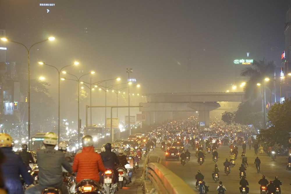 Đường Nguyễn Trãi lúc 18h ngày 22/12.