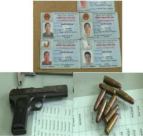 Chứng minh nhân dân giả và súng, đạn bị thu giữ tại nhà đối tượng Đinh Hồng Quân.